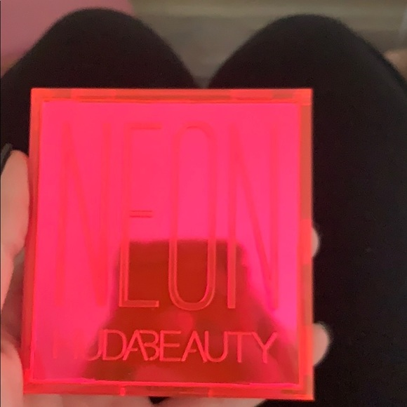 HUDA BEAUTY Other - Huda Beauty Neon Pink Obsessions